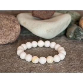 гривна от полускъпоценни камъни бял жадеит и седеф mp053